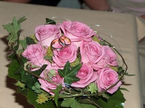 Cuscino portafedi floreale for Cuscino per cani fai da te